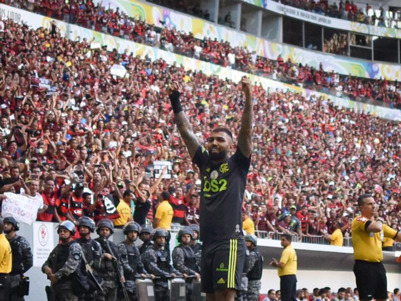Flamengo vence o Avaí e mantém a liderança do Brasileirão