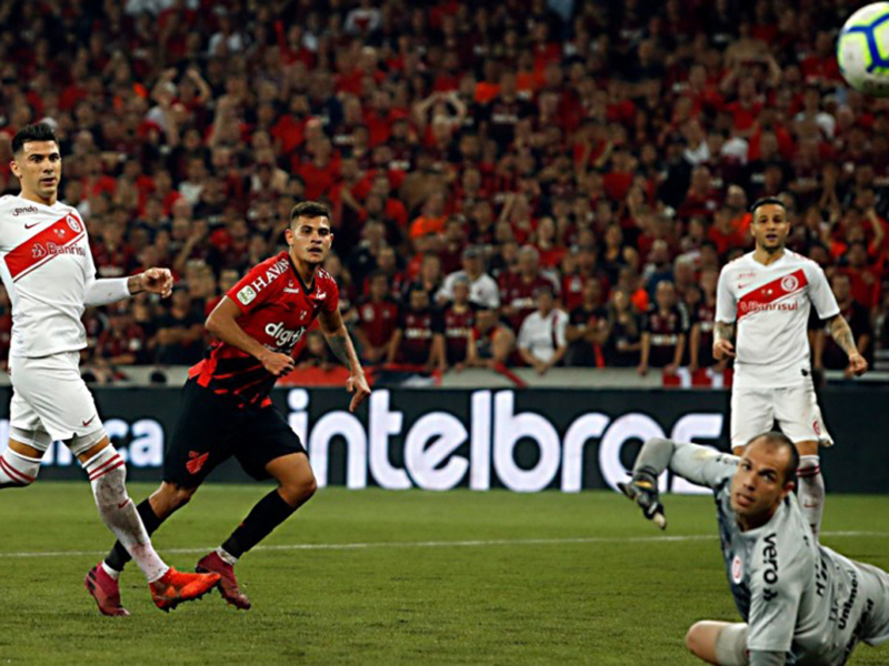 Athlético-PR faz 1 a 0 no Internacional no primeiro jogo da final da Copa do Brasil