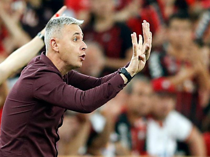 Tiago Nunes comemora vitória no jogo de ida, mas minimiza vantagem do Athlético