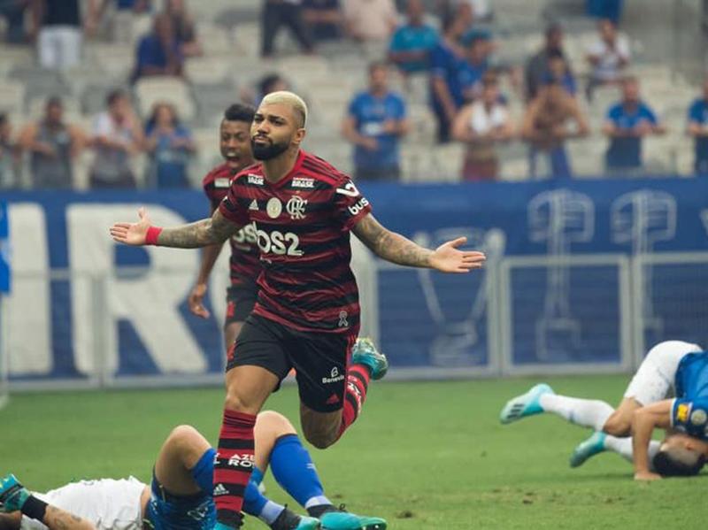 Flamengo vence o Cruzeiro no Mineirão e mantém a liderança do Brasileirão