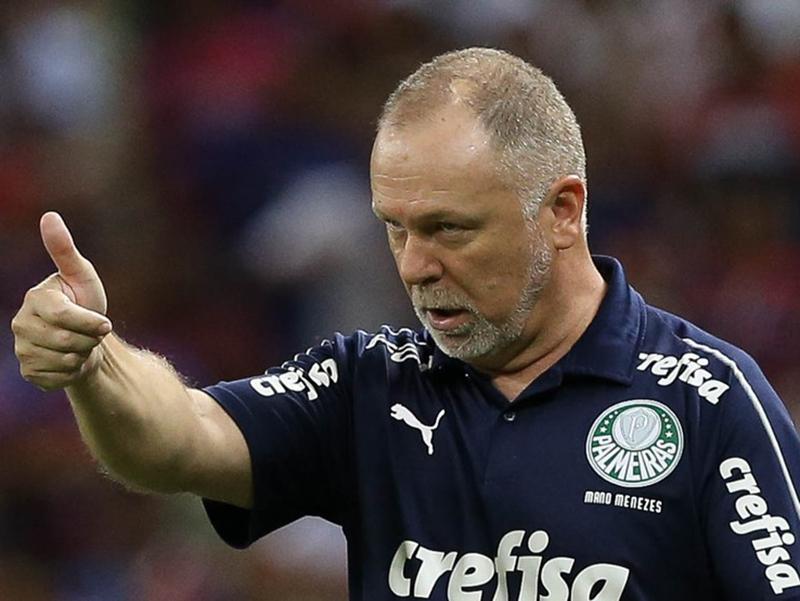 Mano Menezes vence 4º jogo consecutivo no Palmeiras e segue na cola do líder Flamengo