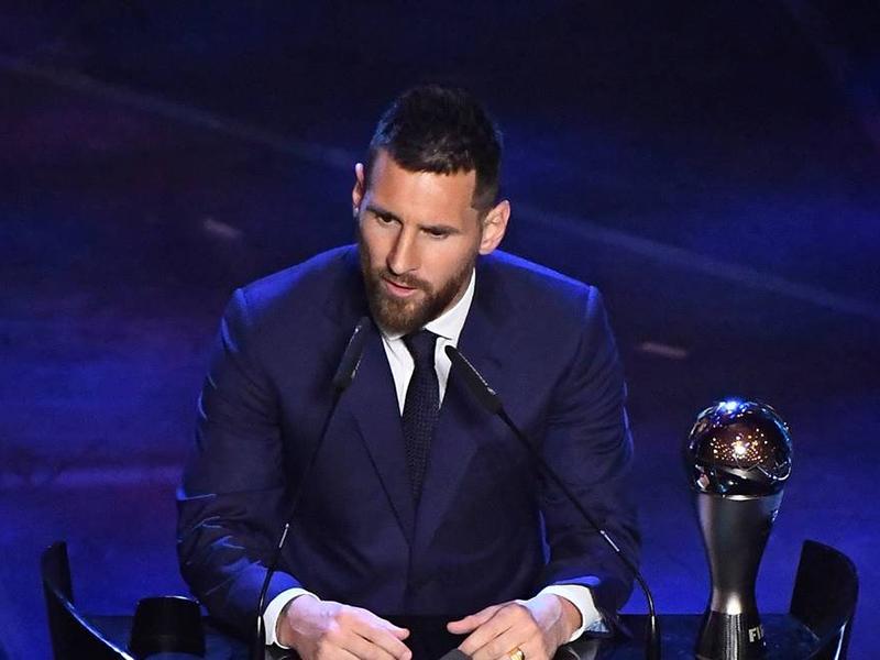 Messi é coroado o melhor jogador do mundo pela sexta vez na carreira