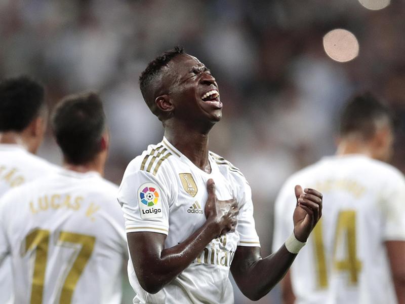 Com gols de Vinicius Junior e Rodrygo, Real Madrid vence o Osasuna no Bernabéu