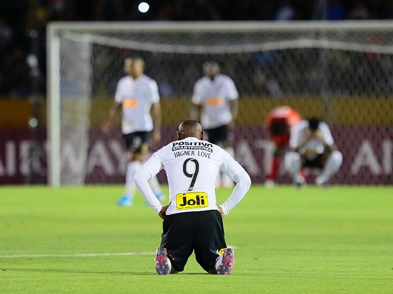 Corinthians e Galo são eliminados da Copa Sul-Americana