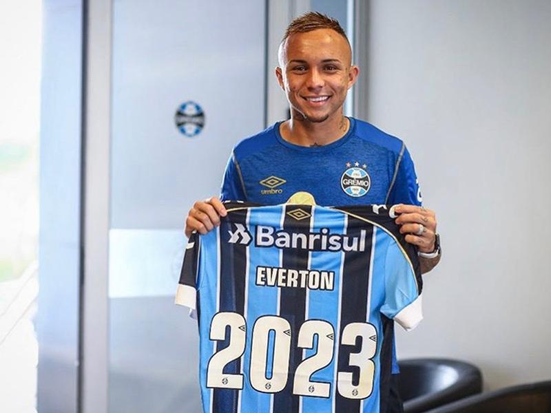 """Após semanas de negociação, Grêmio renova com Everton """"Cebolinha"""""""