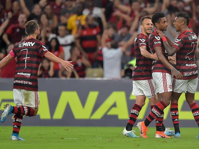 Flamengo chega a 11 jogos de invencibilidade e se isola na liderança