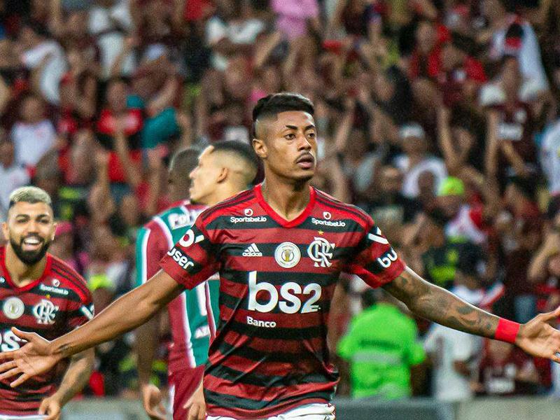 Flamengo vence o Fluminense e abre 10 pontos na liderança com tropeço do Palmeiras