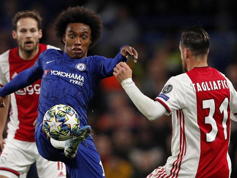 Chelsea e Ajax empatam em jogaço de oito gols; Dortmund vira sobre a Inter