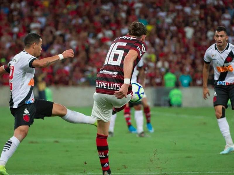 Flamengo e Vasco empatam por 4 a 4 no melhor jogo do ano no Brasileirão