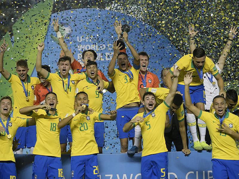 Brasil bate o México de virada e conquista a Copa do Mundo Sub-17