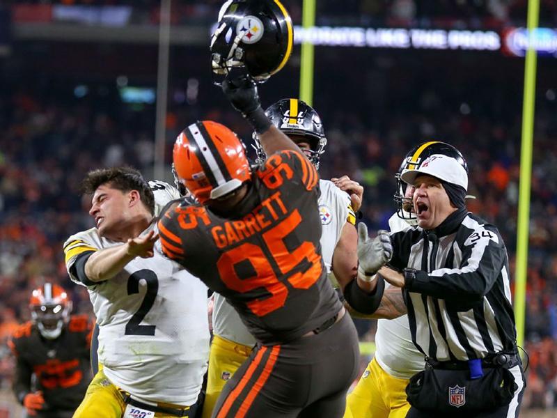 Agressão de Myles Garrett em jogo dos Browns rouba a cena na rodada da NFL