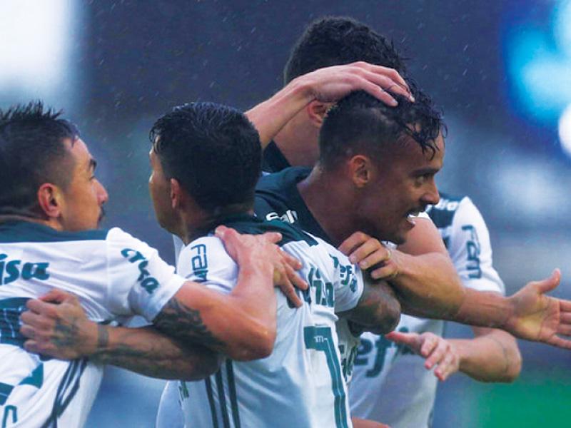 Palmeiras empata com o já rebaixado Paraná, mas segue na liderança